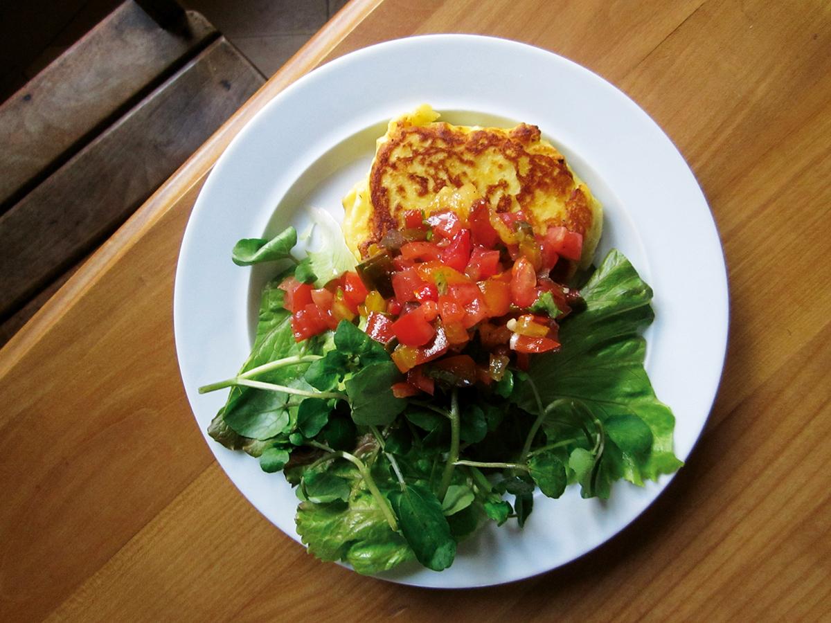Kartoffelküchlein mit Tomatensalat