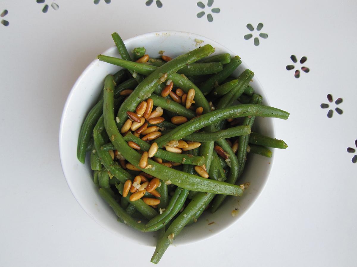 Grüne Bohnen mit Pinienkernen